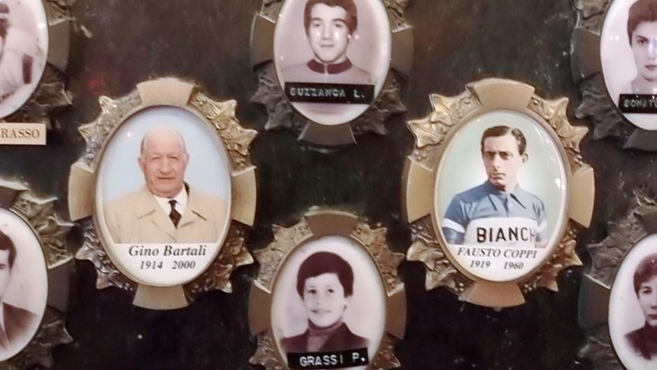 Medallones en el santuario (Crédito: Ander Izagirre)