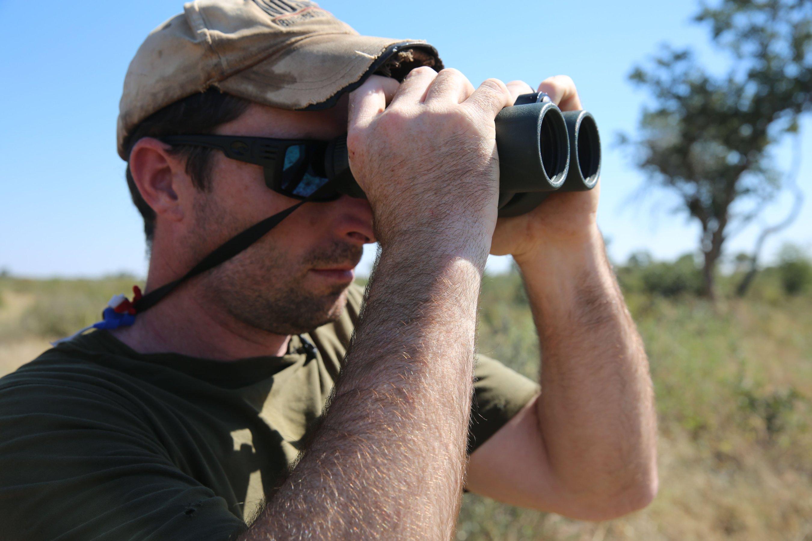 El cazador Corey Knowlton pagó 350,000 dólares por un permiso para cazar un rinocerote, uno de los tres permitidos por año por el Ministerio de Medio Ambiente de Namibia. (Crédito: Jason Morris/CNN)