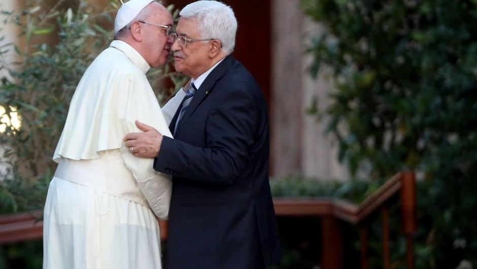 El papa Francisco durante su reunión con el presidente del gobierno autónomo palestino, Mahmoud Abbas, el 8 de junio de 2014 (Crédito: Franco Origlia/Getty Images)