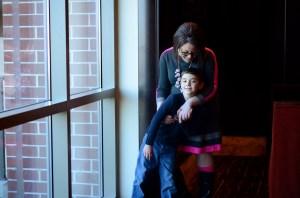 Hager y su hijo, a quien ella le agradece su recuperación.