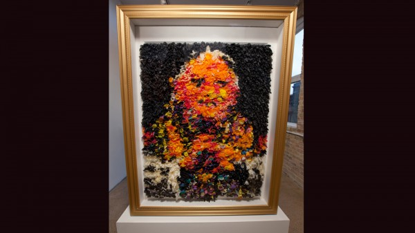 En la exhibición se permitirá ver por detrás de la imagen, donde se observan los condones (Cortesía/Niki Johnson).