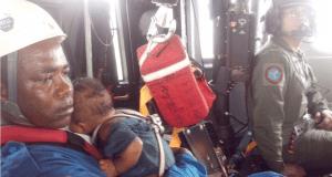Asisclo Rentería (iaquierda) rescató a María Nelly y al bebé. (Crédito: Cortesía FAC)