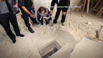 Autoridades de México revisan el túnel por el que habría huido Joaquín 'el Chapo' Guzmán.
