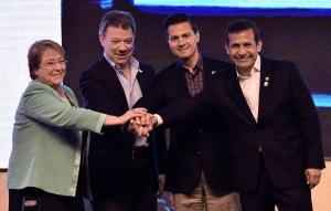 Los presidentes de Chile, Michelle Bachelet; de Colombia, Juan Manuel Santos; de México, Enrique Peña Nieto, y Ollanta Humala, de Perú, participaron en la X Cumbre de la Alianza del Pacífico en Lima. (Crédito: CRIS BOURONCLE/AFP/Getty Images)