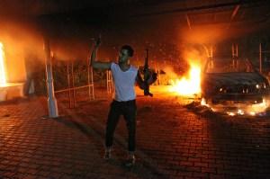 En septiembre de 2012, en el ataque al consulado de EE.UU. en Bengasi murieron el embajador Christopher Stevens y otros tres funcionarios estadounidenses. (Crédito: Archivo/STR/AFP/Getty Images).