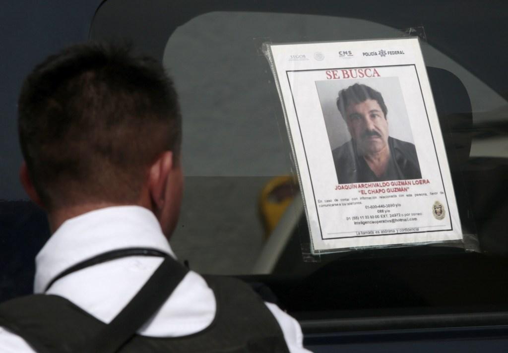 El gobierno de México ofrece una recompensa de 3.8 millones de dólares por información que permita capturar a 'El Chapo' Guzmán, que se escapó de una cárcel de máxima seguridad el pasado sábado en la noche. (Crédito:Pedro PARDO/AFP/Getty Images)