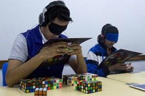 Algunos de los 400 competidores del campeonato mundial, pusieron a prueba sus habilidades inclusive, con los ojos vendados. (Cédito: NELSON ALMEIDA/AFP/Getty Images)