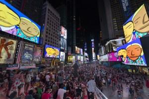 """""""Parallel Connection"""" es una animación de OSGEMEOS que se mostró en las pantallas de Time Square, Nueva York. (Crédito: Ka-Man Tse/Times Square Arts)"""