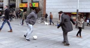 Cristiano Ronaldo pordiosero sorprende niño