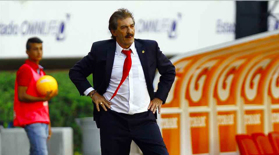Chivas coach Ricardo Lavolpe gestures during their Mexican Clausura 2014 tournament football match against Monterrey at the Omnilife stadium on April 27, 2014 in Guadalajara city. AFP PHOTO/Hector Guerrero (Photo credit should read HECTOR GUERRERO/AFP/Getty Images)