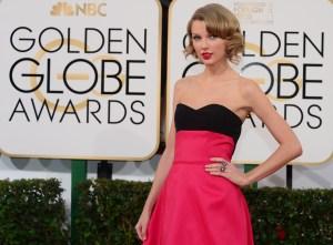 La cantante Taylor Swift a su llegada a la alfombra roja para la entrega de los Globos de Oro, enero 12 de 2014 en Beverly Hills, California. (Crédito: Frederic J. Brown/AFP/Getty Images)