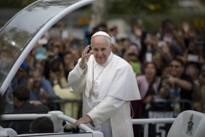 """""""El cambio climático que estamos experimentando, y sus raíces, nos concierne a todos"""", dijo el papa Francisco. (BRENDAN SMIALOWSKI/AFP/Getty Images)"""