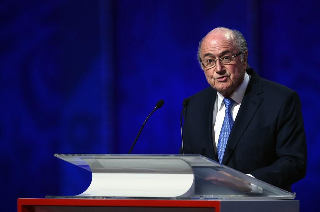 Presidente de la FIFA desde 1998, Blatter anunció su dimisión el 2 de junio y añadió que permanecería en el cargo hasta la celebración de nuevas elecciones.