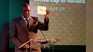 IssaHayatou-FIFA-presidente-interino-encargado-blatter-suspendido-cnnee-cnnespanol