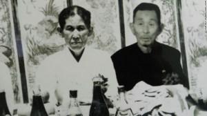 Esta es la primera foto –tomada hace más de 3 décadas– en la que Ahn Yoon-Joon ha visto a sus padres desde que huyó de Corea del Norte.