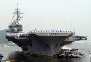 Portaaviones estadounidense Kitty Hawk.