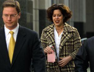 Noelle Bush y su abogado Dean Cannon, en Orlando, Florida, en 2002. (Crédito: Chris Livingston/Getty Images)
