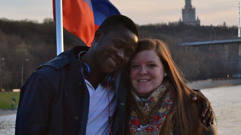 **—PHOTO— ** Eric y Kristin Njimegni se conocieron en Moscú cuando estudiaban y trabajaban, y ahora viven en Keewatin, Minnesota.