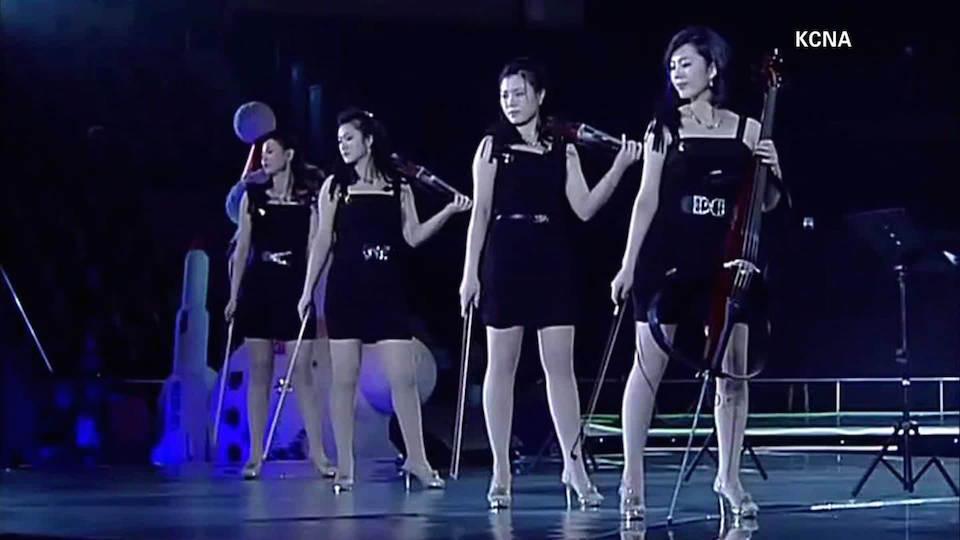 La banda Moranbong durante una presentación en Pyongyang.