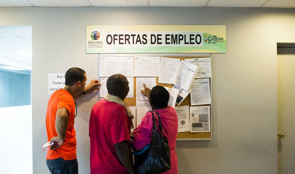 La isla perdió incentivos económicos de empresas estadounideses radicadas allí, por lo que las oportunidades laborales se disminuyeron considerablemente. (Crédito: Getty Images)