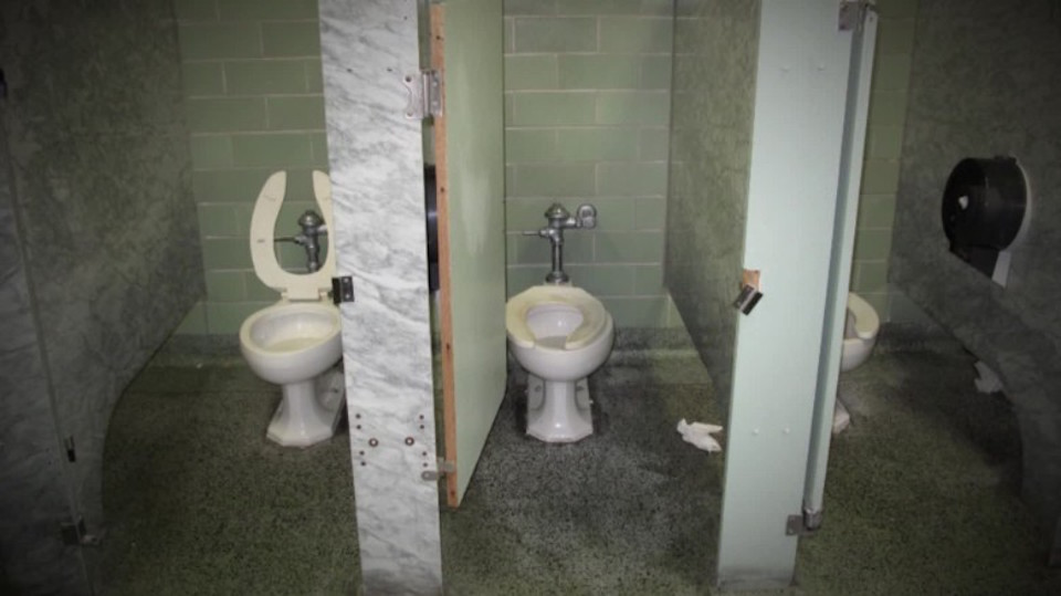 Malas condiciones de salubridad en una de las escuelas de Detroit. (Crédito: CNN)