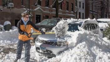 El agua de la nieve derretida podría volver a congelarse y ocasionar problemas de tránsito este lunes en Baltimore, Nueva York y Filadelfia. Crédito: FRANCOIS XAVIER MARIT/AFP/Getty Images