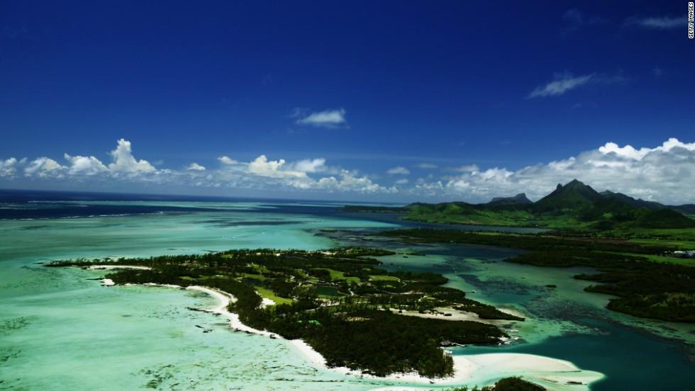 Mauricio ofrece viajes de lujo más que económicos... como por ejemplo el campo de golf Le Touessrok en la Isla au Cerfs.