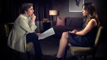 Kate del Castillo (der.) durante la entrevista con Carmen Aristegui en CNN en Español.