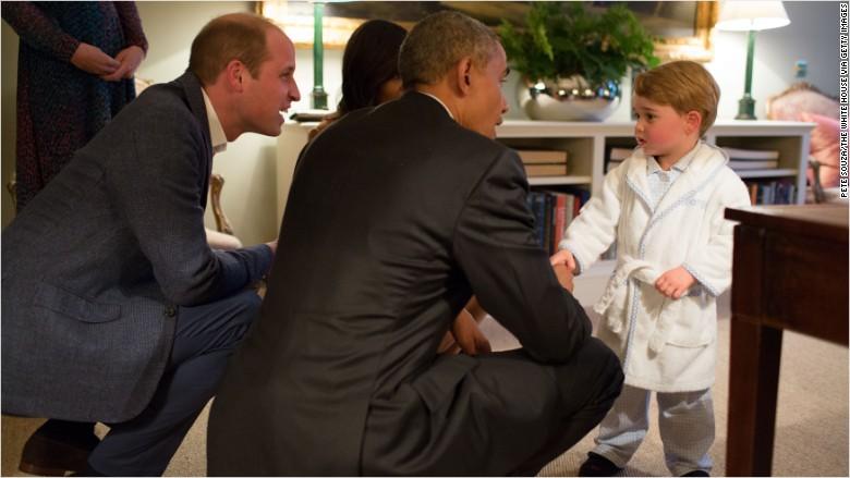 El príncipe Jorge y su padre el Duque de Cambridge junto a los Obama.
