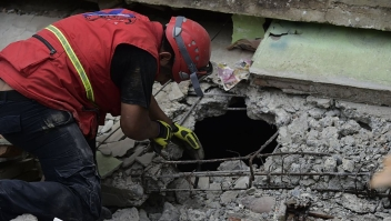 Rescue workers search the rubble in Pedernales, Ecuador on April 17, 2016 after a 7.8-magnitude quake hit the city the day before. At least 233 people have been killed in the 7.8-magnitude earthquake that struck Ecuador's Pacific coast, President Rafael Correa said Sunday. / AFP / RODRIGO BUENDIA (Photo credit should read RODRIGO BUENDIA/AFP/Getty Images)
