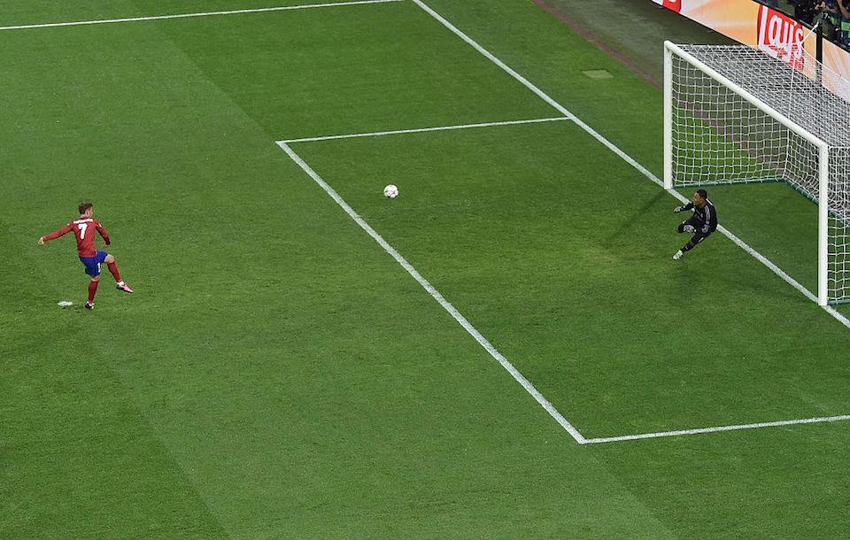 Antoine Griezmann falló un penalti en la segunda parte de la final de la Champions. (Crédito: TIZIANA FABI/AFP/Getty Images).
