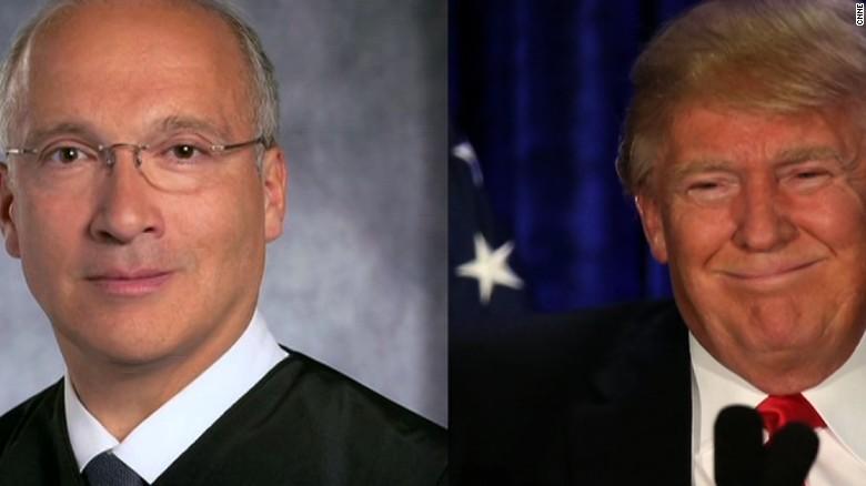 El juez Gonzalo Curiel (izq.) ha recibido duros ataques de Donald Trump.