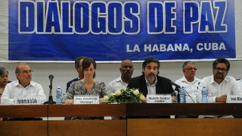 The Cuban guarantor to the peace talks Rodolfo Benitez (C) speaks during a press conference at Convention Palace in Havana on May 12, 2016. / AFP / YAMIL LAGE (Photo credit should read YAMIL LAGE/AFP/Getty Images)
