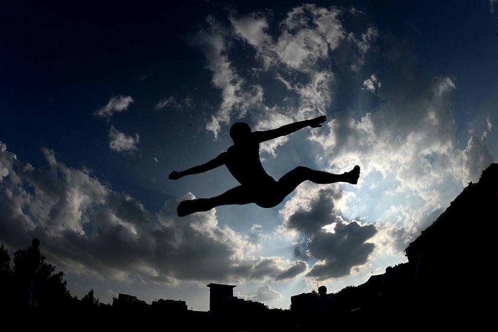 Rusia quedó envuelta en uno de los mayores escándalos de dopaje de la historia y la participación de decenas de atletas fue suspendidaEn esta imagen un atleta compite en la carrera 'Estrellas de 2016' en Moscú el 28 de julio de 2016. (Crédito: KIRILL KUDRYAVTSEV/AFP/Getty Images)