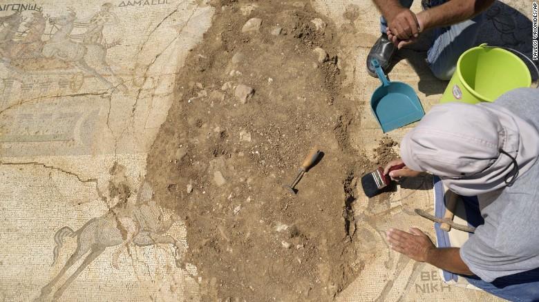 Carrozas-arqueólogos-Chipre-CNN-3