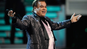 AS VEGAS - NOVEMBER 05: Singer Juan Gabriel performs during the 10th Annual Latin GRAMMY Awards at the Mandalay Bay Events Center November 5, 2009 in Las Vegas, Nevada. (Photo by Ethan Miller/Getty Images)