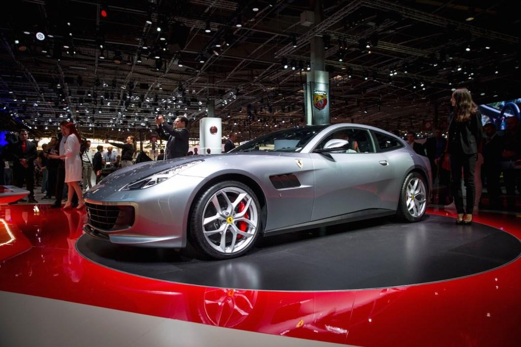 El modelo GTC4Lusso presentado por Ferrari en el Paris Auto Show.