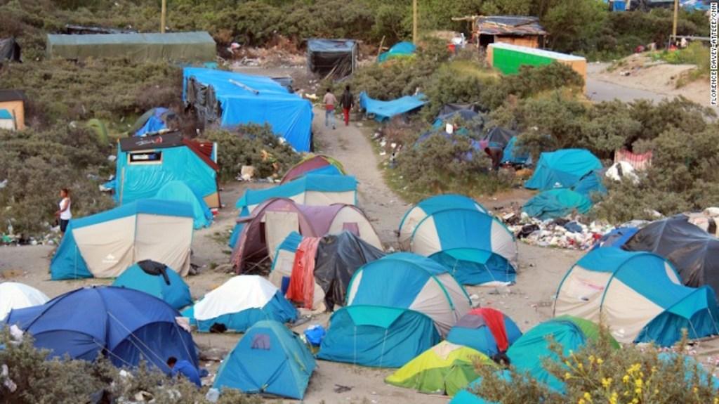 En el campamento de Calais conocido como 'La Jungla' están ubicados miles de refugiados que buscan pasar a Reino Unido.