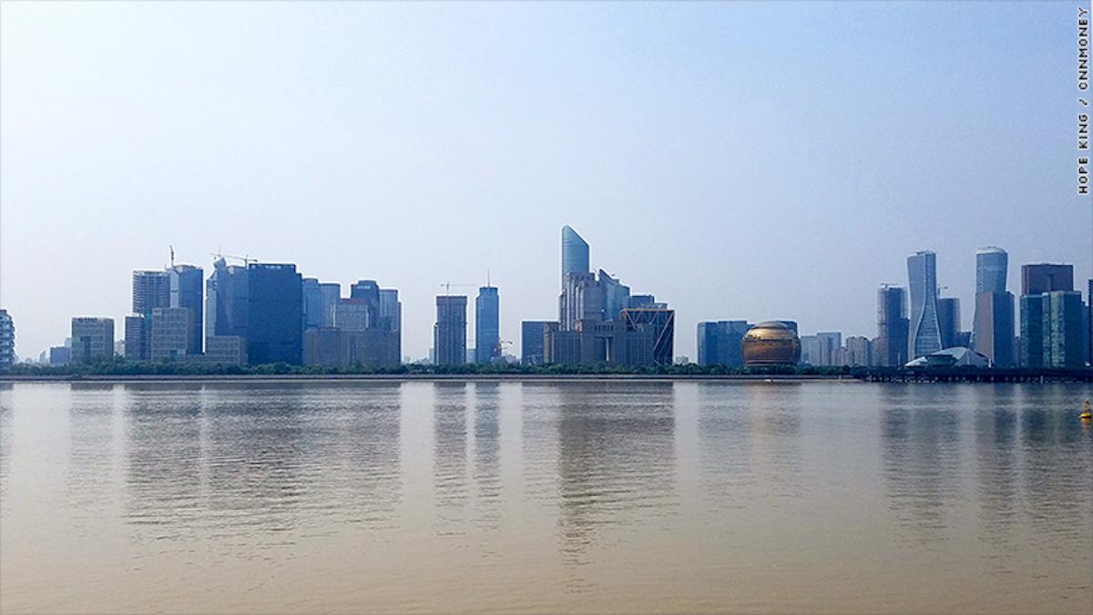 Vista del distrito financiero en el río Qiantang. (Septiembre 2016).