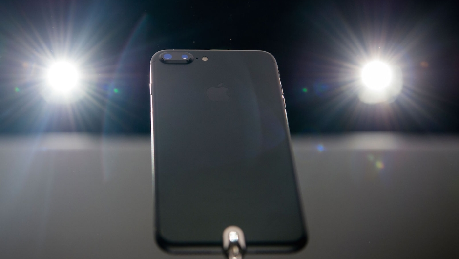 El nuevo iPhone 7 Plus fue presentado este miércoles 7 de septiembre de 2016 en un evento en el Bill Graham Civic Auditorium en San Francisco, California. Crédito: JOSH EDELSON/AFP/Getty Images)