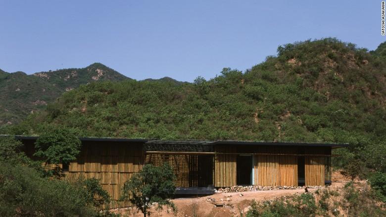 """La Gran Pared de (Bambú), en Beijing, China (2002) - Kuma dice que quería que su residencia fuera un """"símbolo de intercambio cultural""""."""