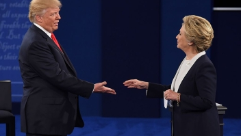 TOPSHOT - US Democratic presidential candidate Hillary Clinton and US Republican presidential candidate Donald Trump shakes hands after the second presidential debate at Washington University in St. Louis, Missouri, on October 9, 2016. / AFP / Robyn Beck (Photo credit should read ROBYN BECK/AFP/Getty Images)