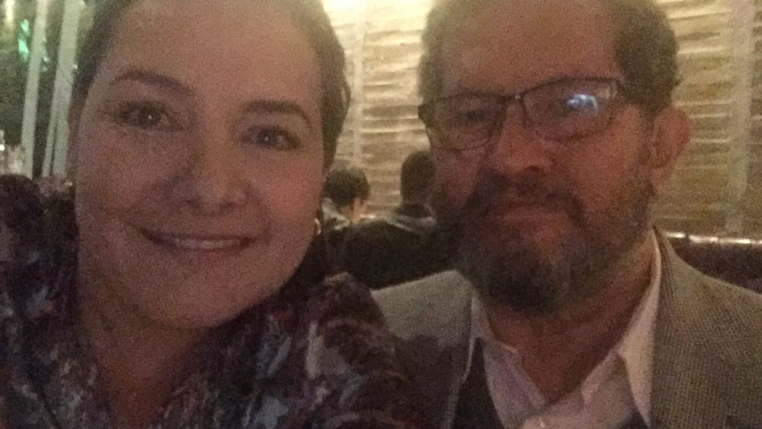 Ángela Garzón y su padre, Angelino Garzón, días antes del plebiscito.