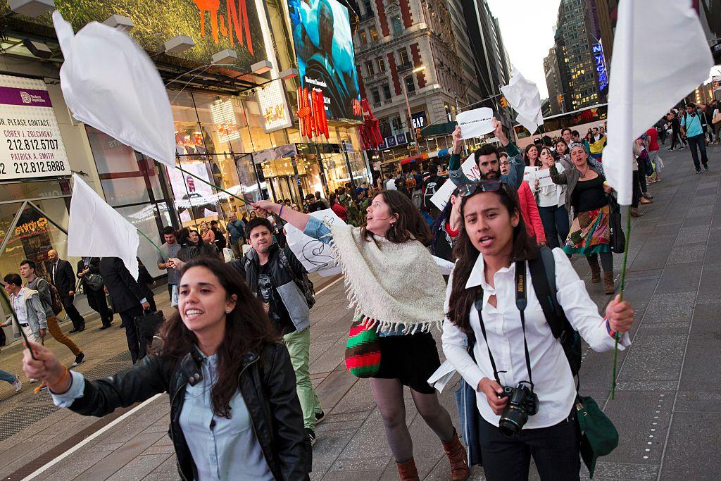 Manifestantes en Nueva York pidieron aprobar un acuerdo de paz (Crédito: DOMINICK REUTER/AFP/Getty Images)