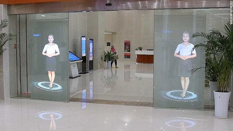 Hologramas dan la bienvenida a la alcaldía de Yinchaun.