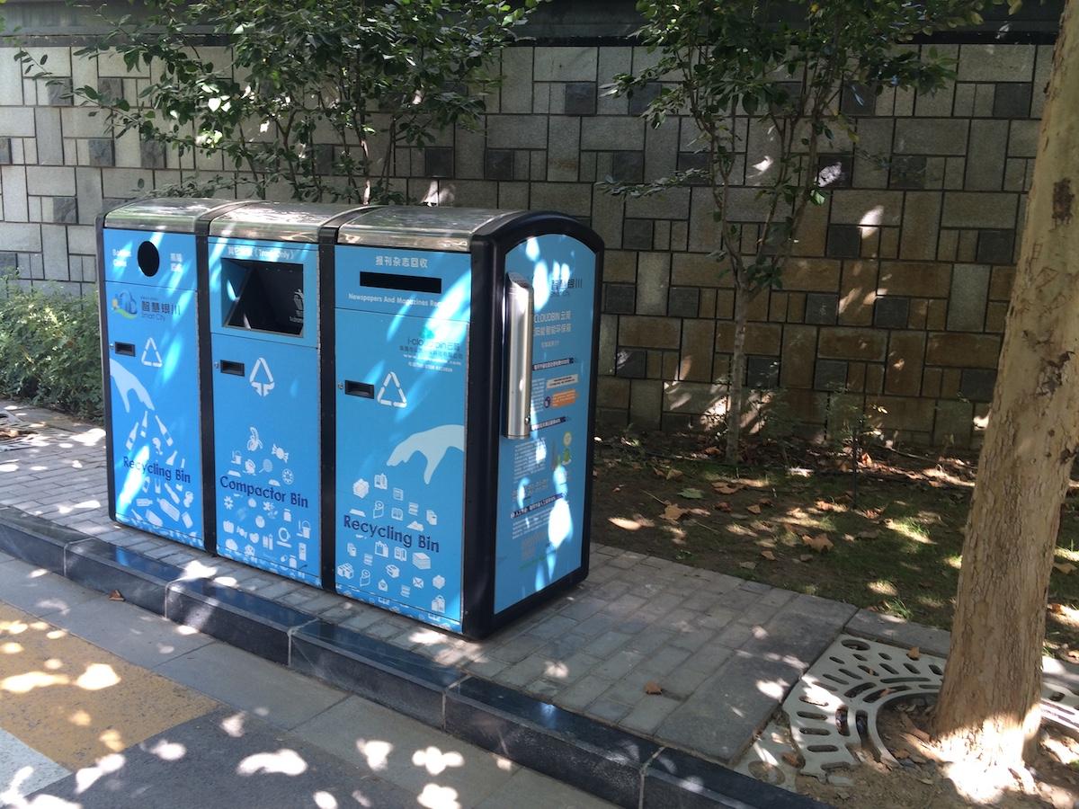 Los contenedores de basuras funcionan con energía solar.