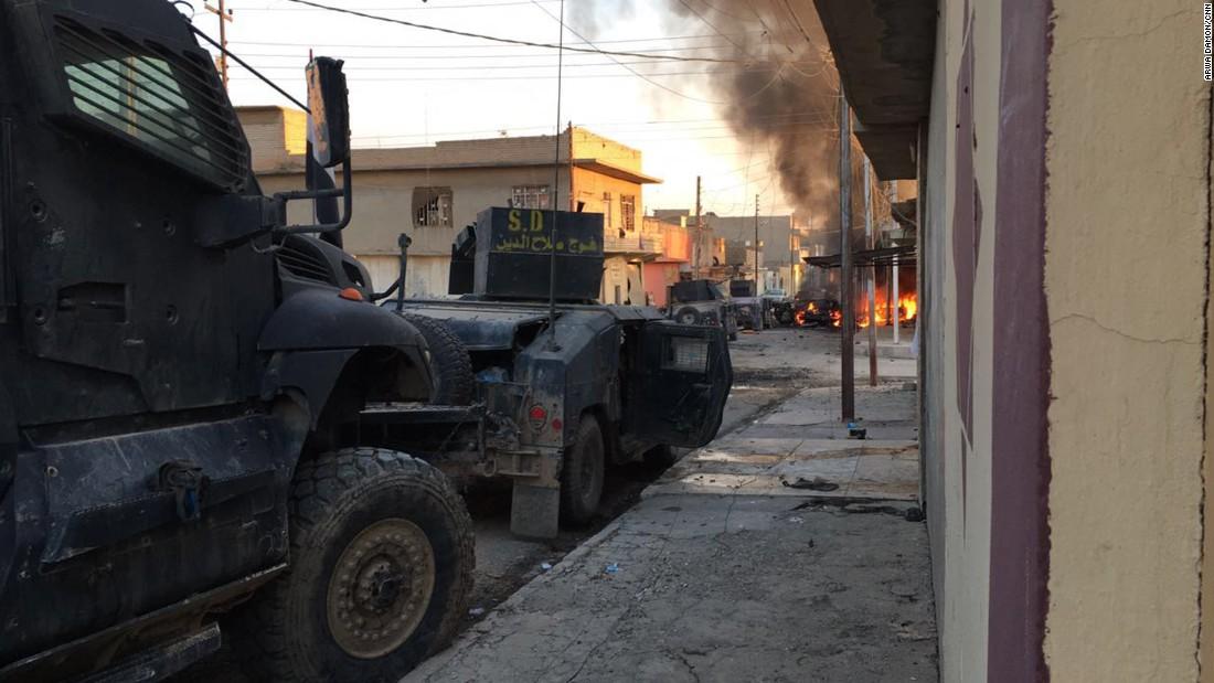 El equipo de CNN quedó atrapado en medio del fuego enemigo en Mosul luego de que la unidad en la que viajaban cayó en una emboscada.
