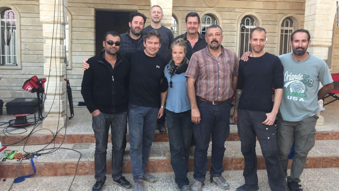 Todo el equipo de CNN reunido después del rescate de Arwa Damon y Brice Laine.