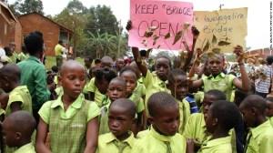 """El Ministerio de Educación y Deportes de Uganda asegura que las guarderías y escuelas de primaria de BIA """"no tienen licencia para funcionar, que sus profesores no están calificados para ese trabajo y que no hay registro que demuestre que sus hojas de vida han sido aprobadas""""."""