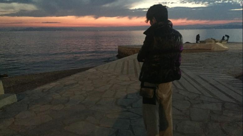 Ali no le ha contado a su madre de la difícil situación que está viviendo en Grecia.
